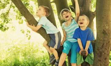 Kids-Outside-Playing